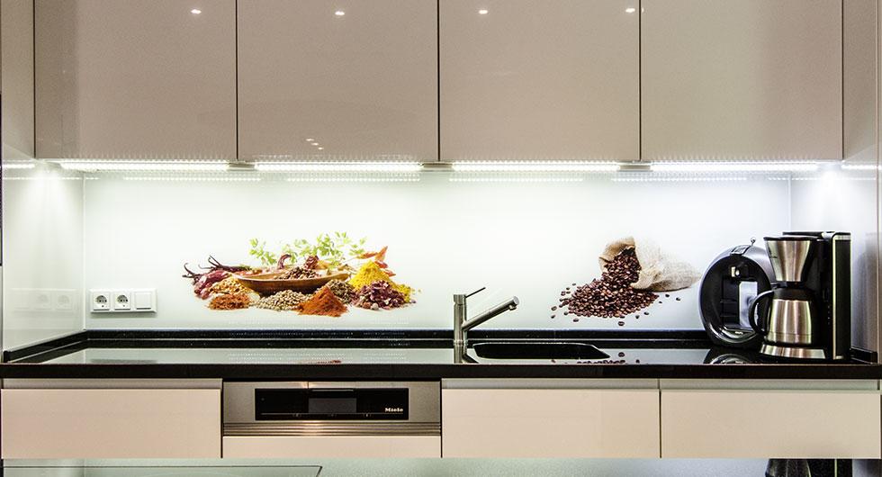 Glasplatten mit Fotodruck als Küchen-Spritzschutz aus Glas