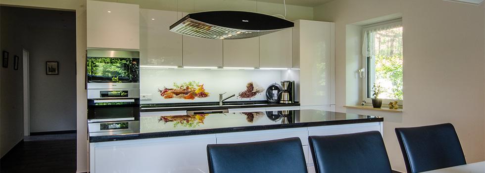 Glasrückwände Spritzschuz und Wandpaneele, Nischverkleidung und Küchenrückwand mit Foto